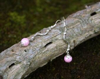 Pink glass - ripple - silver metal bead earrings