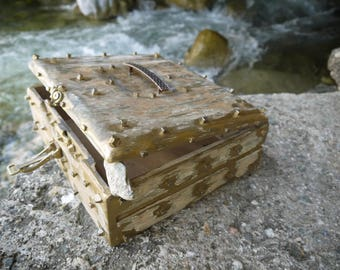 treasure  chest /wooden chest / wooden box / rustic box
