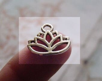 Lotus Charms, Lotus Pendants, Flower Charms, Hollow Charms, Necklace Pendants Charms, Antique Silver Tone Lotus Charms