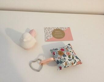 Porte clés en tissus liberty Betsy porcelaine carré