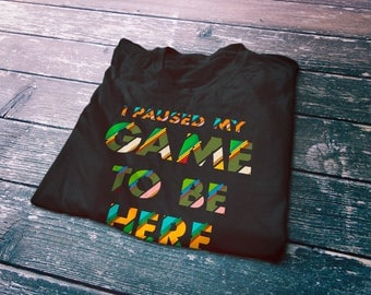 I paused my game to be here funny gamer T-Shirt - Geek gifts - Nerd gifts - Funny gamer gifts - Gamer shirt - PC gamer - Console gamer