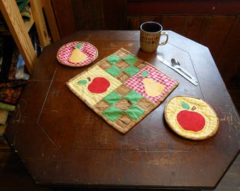 "Apple/Pear Appliqued Mats-  square table mat approx. 12""/circles hot pads/or mug mats approx. 7"" across-Summer/Picnic/Fruit/woodgrain(#O218)"