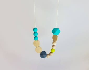 Silicone Teething Necklace// BPAfree, breastfeeding and teething jewellery, chewable, silicone beads, natural wooden beads
