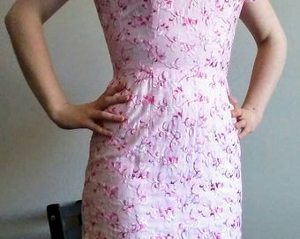 Mad Men Sexy Mod Midi Early 60's Pink Embroidered Cotton Floral Wiggle Dress, Size Small