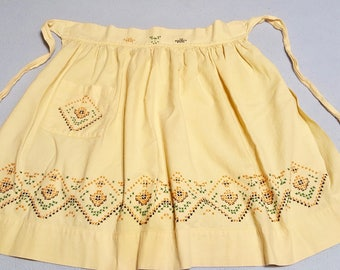 Vintage Yellow Half Apron 1950s, Cute Hand Embroidered Pale Sunny Yellow Half Apron, Farmhouse Kitchen, Vintage Kitchen Linen, 1950s Apron