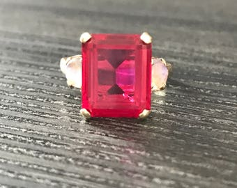 14k Synthetic ruby and moonstone vintage ring
