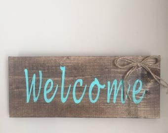Turquoise welcome sign