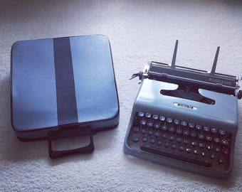 Olivetti Lettera 22 ( serviced ) with case