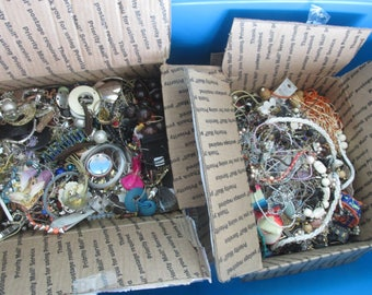 10 POUND Modern/ Vintage Jewelry Lot Crafting Sorting Beads Findings Rhinestones  Re-Sell -Mis-match and Some Broken Pieces