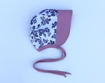 baby bonnet//cotton baby bonnet// baby sun bonnet // modern baby bonnet // baby hat // brimmed bonnet //flower bonnet
