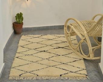 Handmade Authentic Moroccan Azilal Rug Carpet , Kilim , Tapis Unique, RefA327