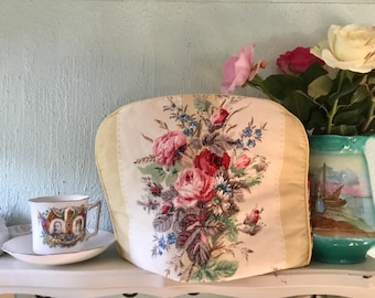 Vintage floral tea cosy, pretty flowers tea cozy, teapot cover, padded, cottage chic