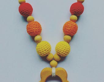 Nursing necklace and / or carrying with teething ring
