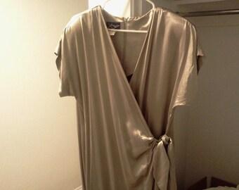short sleeve dress  wrap-around dress  golden beige  USA  plunge neck  tie detail   90's vintage dress