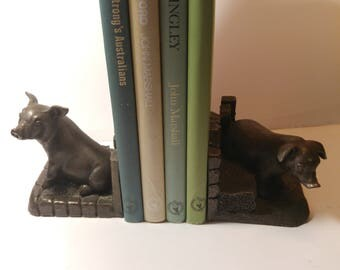 Resin bookends in Bronze effect finish: Pigs on the farm
