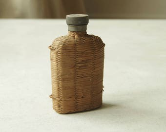 Whisky Flask Wicker Bottle.  Portable Whiskey Bottle.  Hip flask Wicker flagon.  Bar Ware. Bar decor. Collectibles flask