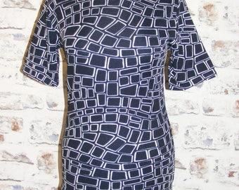 Size 10 vintage 60s short sleeve crew neck top navy/white geometric print (HA23)