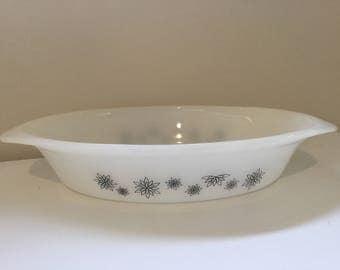 Vintage Pyrex 'Paper Daisy' Oval Pie Dish