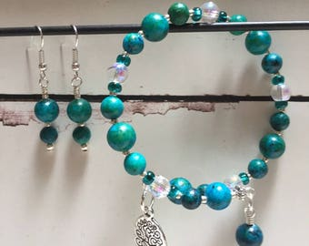 Earring and bracelet set. Blue-green agate stone beads are a beautiful turquoise color.