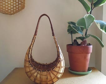 Vintage 70's Woven Straw Teardrop Basket with Handle