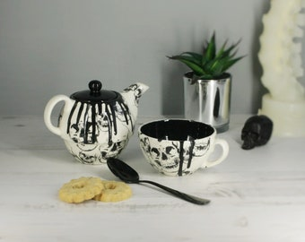 Skull teapot, Individual tea pot, unique tea kettle, Black Caldron, tea-pot with skulls, tea lover, birthday present gift, gothic caldron