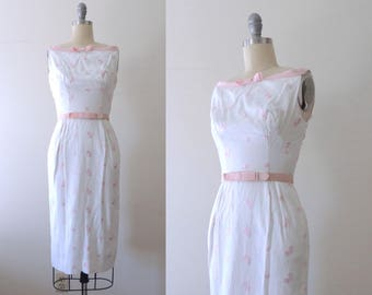 Vintage 1950s white linen wiggle dress with pink floral embroidery and grosgrain straps and belt and pockets | 50s fitted dress | XS