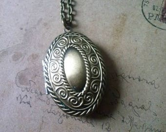 Oval medallion necklace ~ bronze ~.