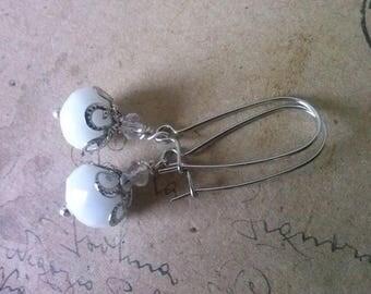 White glass Pearl Earrings ~ bronze ~.