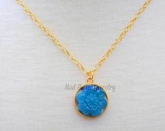 Turquoise Flower Pendant Set in Gold