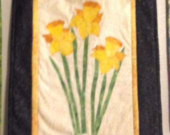 Quilted Daffodil Wall Hanging 15 x 21