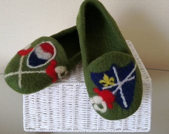 """Fencing Fan"" woolen slippers"