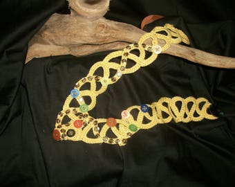 Freeform pale yellow chain necklace