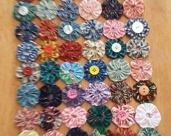 Hand-made YOYO Table Topper/Doillie Cotton. Original, Buttons