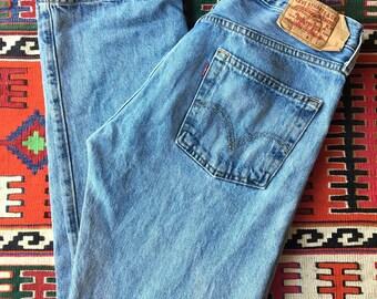Levi's light wash 501 denim / Straight leg boyfriend jeans / High waist / Red tab / 32