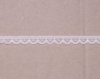 Inelastic delicate white lace 1 cm