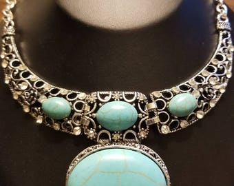 Turquoise oval bib necklace with Crystals