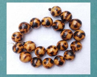 BURNT WOOD BEADS, 20mm round beads, hand-made, 21 pieces