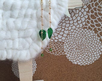 "Earrings ""Péroline"" long with sequins leaves and green beads"