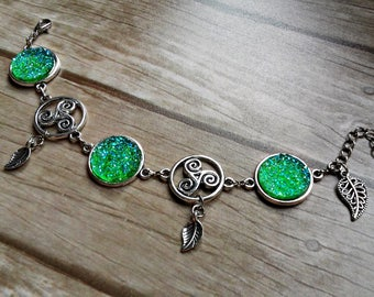 bracelet charms celtic knot symbol triskele triskelion leaf stone druzy green faux silver wicca pagan druid goddess witch witchy magic