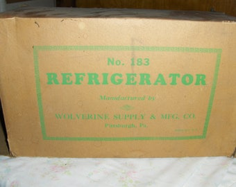 Child's toy tin litho refridgerator