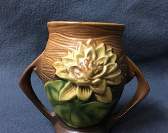 Small Roseville Pottery 1940's Water Lily Vase Dual Handle 71-4