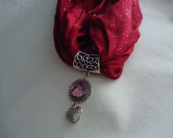 Glittery Burgundy scarf and his jewelry
