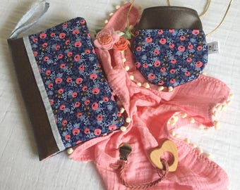 Diaperclutch/Diaperclutchbag / Diaper pouch /Mommy clutch with leather/ navy floral