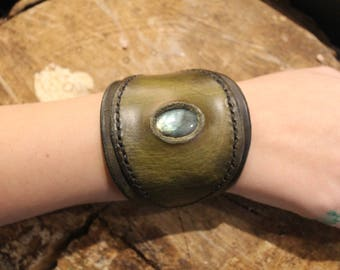Vegetable tanned leather with labradorite bracelet