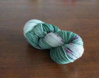 Handdyed yarn, sock yarn, fingering weight, yarn, socksanity, socksanity Cabrakan, green, purple