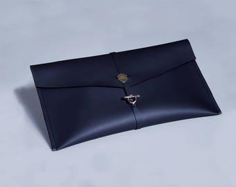 Make Up Bag • Toiletry Bag • Cosmetic Bag • Beauty Bag • Make up Clutch • Make up Case • Vegan Make Up Bag • Vegan Leather • Vegan Case •