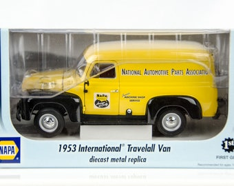 First Gear Napa 1953 International Travelall Parts Delivery Van 1/25 Diecast