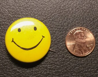Vintage Pinback Button - Smiley Face