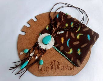 Leather Necklace. Stones. Necklace with turquoise stones and nacre. Handmade. Boho Chic. Bohemian style. Handmade leather necklace.