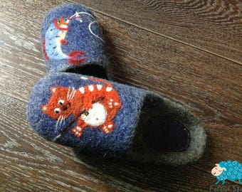 Warm kids / teenager felted slippers 100% Handmade
